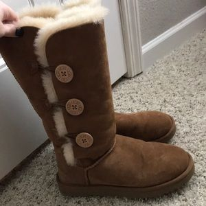 Bailey button triple boot in chestnut